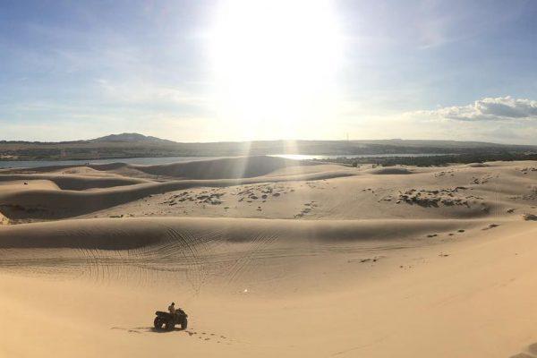 Moto địa hình đồi cát