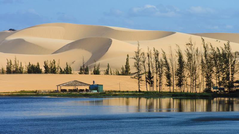 Mũi Né Phan Thiết nổi tiếng với đồi cát mênh mông
